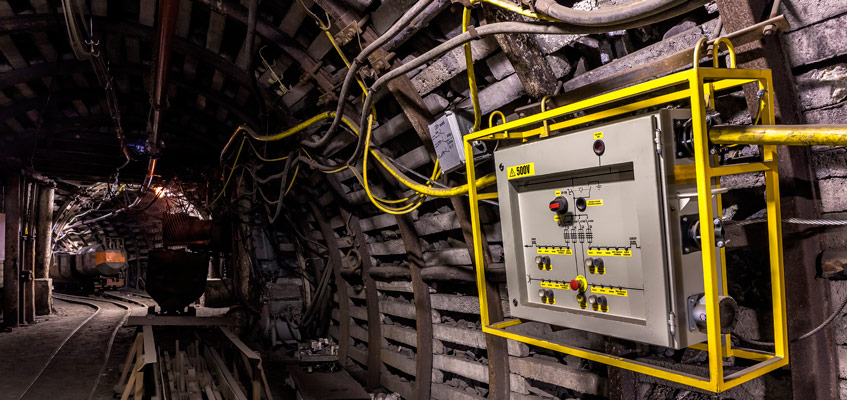 Mining cable in underground mine
